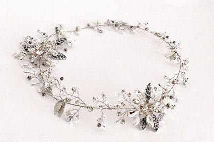 corona de novia, corona de metal, corona de hojas.