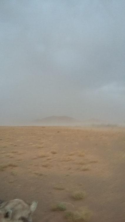 tempête de sable qui arrive