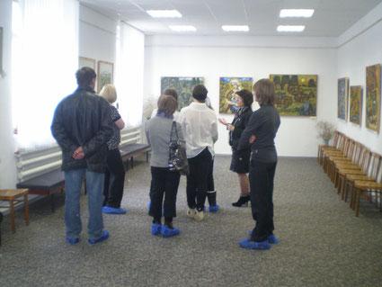 Экскурся по выставке для гостей из Угловки