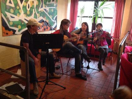 live Musik mit Jose Lopez, Sebastian Fecke, Cecilia Diaz und Mayra Gonzalez