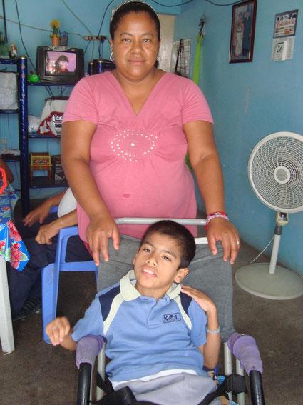 Jose Ricardo Rojas y su Madre Silvia Desales