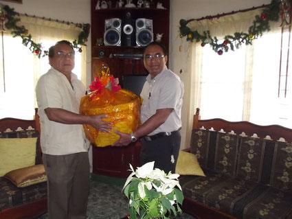 Entrega de canasta Navideña que fue donada a la AC por la Sra. Maria Eva Nolasco Altamirano, que dejo una utilidad de $4.730,00. Gracias