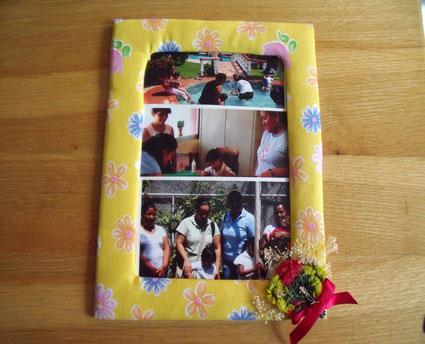 Foto: Ein Geschenk mit Fotos für den Verein.