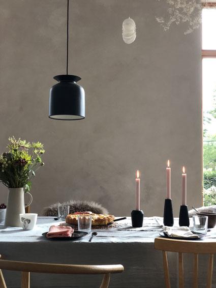 ieartige // Design Studio - BLOG - #Wohnzimmer, warm & intensive: die graue Sofahälfte mit Kissen Blassem Terrakotta bzw. Roseton, Sienna & Pflaume