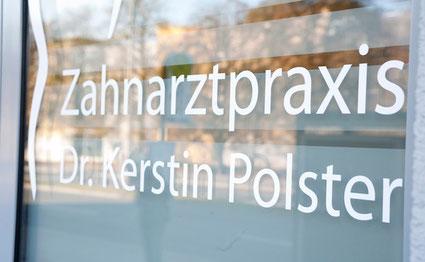 Dr. Kerstin Polster, Zahnarztpraxis in Nürnberg-Großreuth: Zahnerhaltung und Prophylaxe