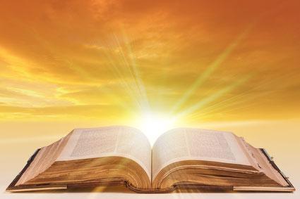 Zacharie a déclaré, après la naissance miraculeuse de son fils, Jean le Baptiste, que « le soleil levant nous a visités d'en haut pour éclairer ceux qui sont assis dans les ténèbres et dans l'ombre de la mort pour diriger nos pas sur le chemin de la paix.