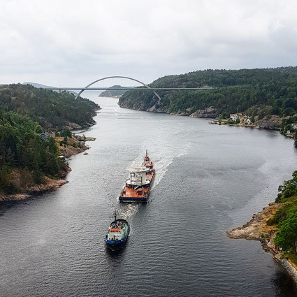 """Odissey"" arrived with the barge ARK 11 in Halden"
