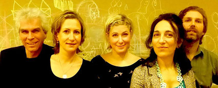 von links nach rechts: Bernhard Seidel (Bass), Katja Duffek (Violine), Ines Honsel (Erzählerin), Sandra Nahabian (Sängerin), Martin Ruppenstein (Gitarre)