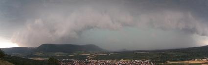 Böenfront mit Niederschlagsvorhang
