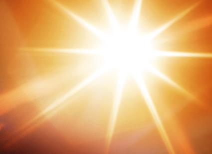 Le soleil est souvent associé à Dieu lui-même. Il représente la lumière et la gloire divines. Jéhovah Dieu est comparé au soleil. Apocalypse 7 :2 nous parle de l'ange qui monte du côté du soleil levant et qui tient le sceau du Dieu vivant.