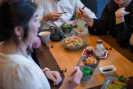 Umaii Mitarbeiter beim beim Essen