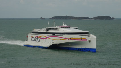 Condor Liberation arriving in Saint-Malo from Jersey.