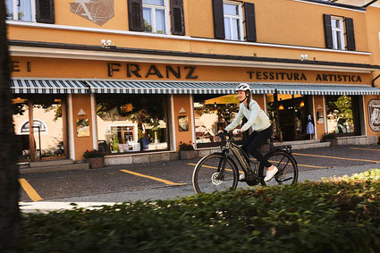 Die Ausstattung und die verschiedenen Rahmenformen können Sie sich im Shop in Würzburg ansehen.