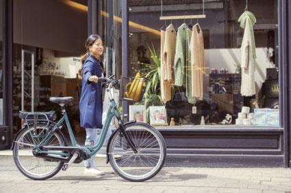 Die Ausstattung und die verschiedenen Rahmenformen können Sie sich im Shop in Köln ansehen.