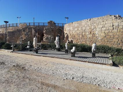 Статуи, найденные при раскопках Кейсарии