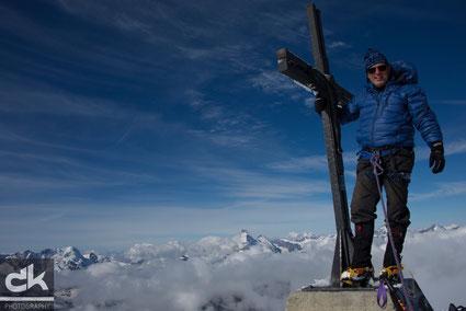 Überglücklich auf dem Gipfel des Allalinhorn auf 4027m