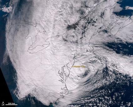 "© NASA's Earth Observatory | Hurrikan ""Sandy"" kurz vor dem Landfall."