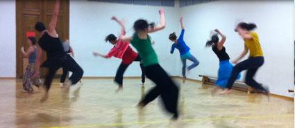 Die Überwindung der Schwerkraft ist weitaus kraftvoller als synchron zu tanzen - oder?