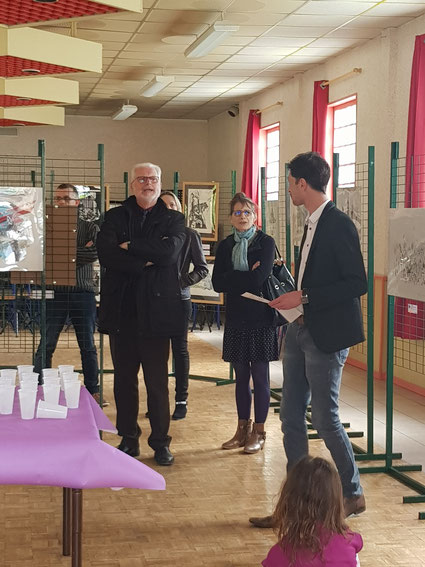 Vernissage en présence de M. STOTER et M. le maire d'Allery