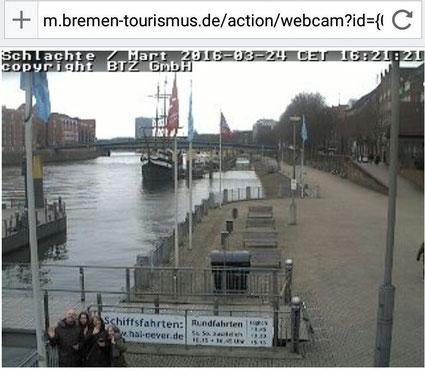 """Webcam-Foto vom Dach eines Hauses an der Weserpromenade """"Schlachte"""" mit uns, den """"supertwinnies"""", wie wir auf geocaching.com heißen, links unten"""