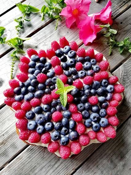 Saftiger Beerenkuchen der Magen und Auge erfreut