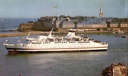 Le M/V Armorique quittant Saint-Malo à destination de Portsmouth.