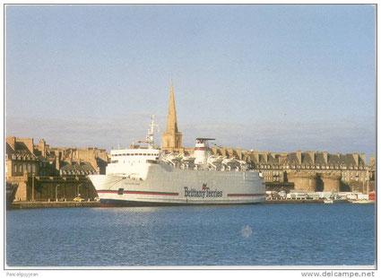 M/V Duchesse Anne amaré dans le port de Saint-Malo