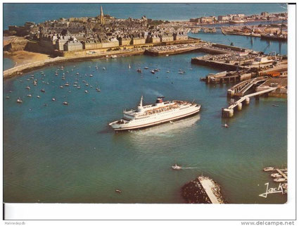 Le M/V Prince of Brittany quittant le port de Saint-Malo.
