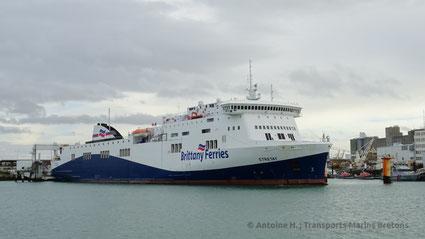 Le M/V Étretat au Havre, en préparation pour une navigation vers Portsmouth.