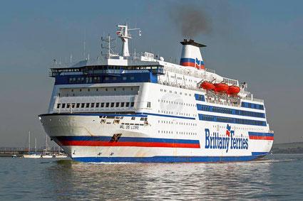 M/V Val de Loire entrant dans le port de Portsmouth.