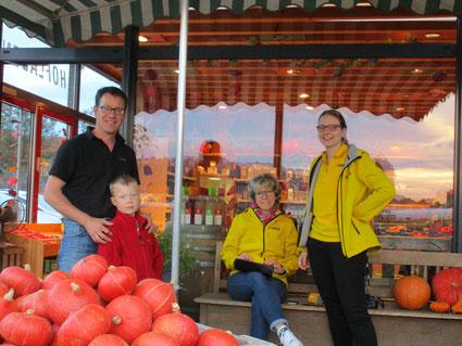 Andreas Rapp mit Sohn Jonas und Petra Klein mit Melanie Seiss