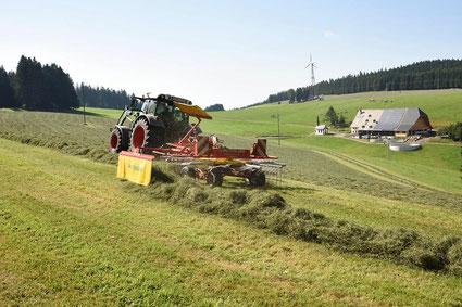 Bauernhof an der B500 mit Buldog