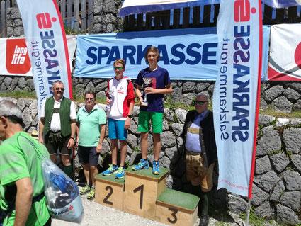 Florian Gaube (team2012.at) als Zweiter bei der Siegerehrung des Katrin-Berglaufes
