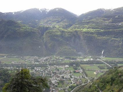 Rhônetal und auf der anderen Seite die Ortschaften Eischoll, Unterbäch und Bürchen