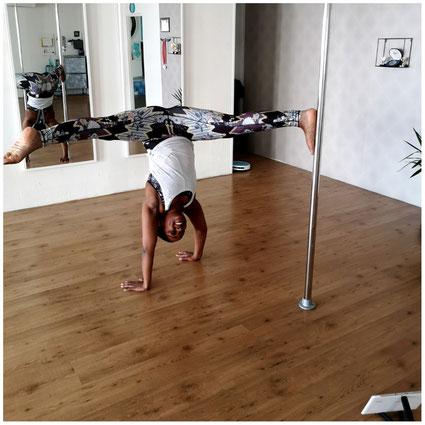Deze Handstand oefening is voor iedereen een uitdaging , voor zowel beginners en gevorderde paaldansers