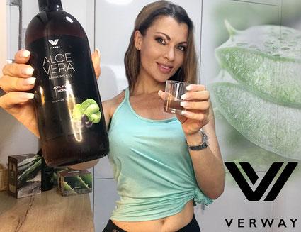 Dieser Drink sorgt innerlich für eine strahlende Haut. Zahlreiche Vitamine und Mineralstoffe legen sich wie ein Schutzfilm um deine Zellen.
