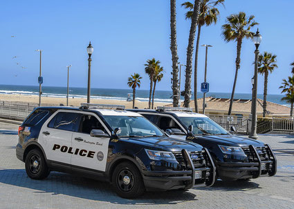 Police on the look-out to keep people off the beaches (source Flickr)