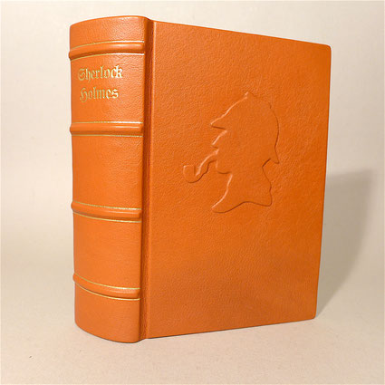 Sherlock Holmes Buch von Sir Arthur Conan Doyle in cocgnacbraunes Leder gebunden.