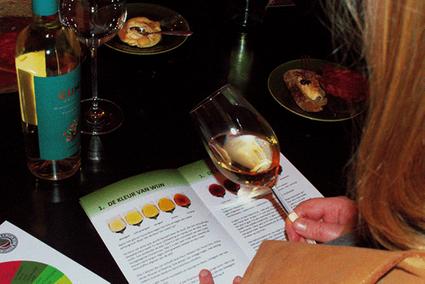 Wijn proeven: kleur vergelijken