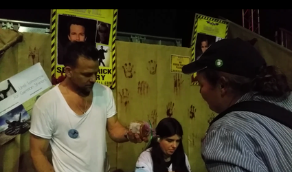 Getting an autograph from Sean Patrick Flanery at weekend of Hell