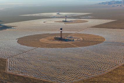Centrale solaire d'Ivanpah ( désert de Mojave en Californie)