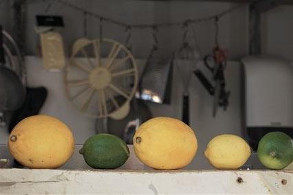 Feinste Zitronencreme - ohne Gelatine. Ein zitroniges Schäumchen mit süßem Baiser und Schokosplittern...