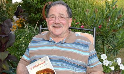 """Heribert Blab mit seinem Buch """"d'Mühlwaiz"""""""