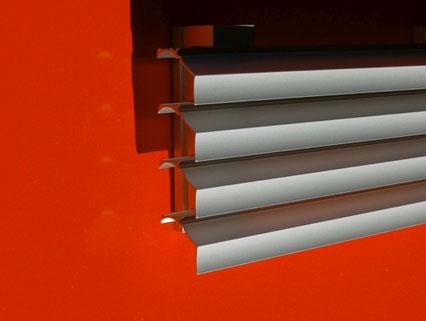 Wetterschutzgitter mit geringer Einbautiefe von 38 mm