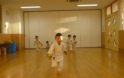 河合幼稚園空手教室練習風景