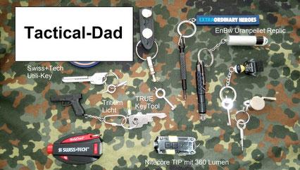 Diverse Handschellenschlüssel und ein Cop-Shop Fesselschneider