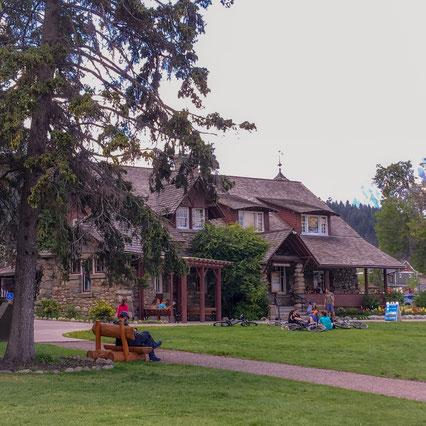 Holzhaus mit Park in Jasper Town im Jasper Nationalpark in Kanada