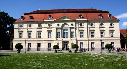 Theaterbau als Abschluss des westlichen Flügels Orangerie Schloss Charlottenburg. Foto: Helga Karl