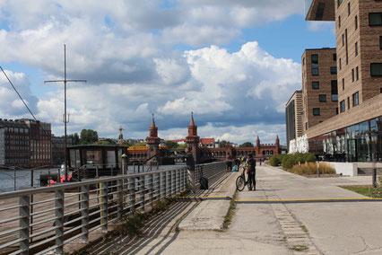 Ufer an der Spree, Projektgebiet Media-Spree Friedrichshain in Berlin. Foto: Helga Karl