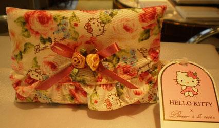 ハローキティと薔薇柄のティッシュケース